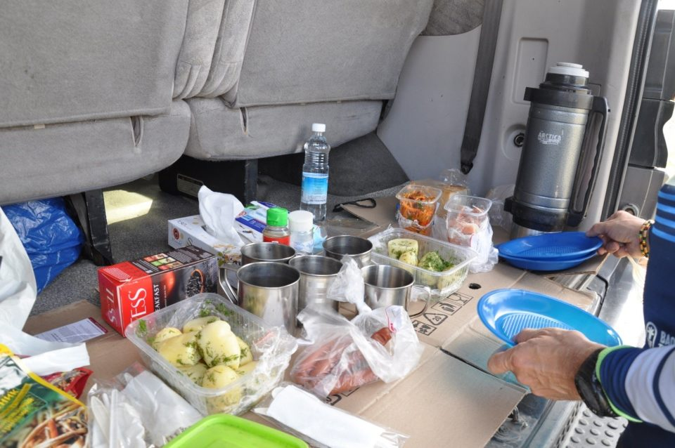 https://www.baobabtrails.com/wp-content/uploads/2020/06/10.-catering-od-kluků-z-agentury-Kamchatour-byl-skvělý-stejně-jako-jejich-další-služby.jpg