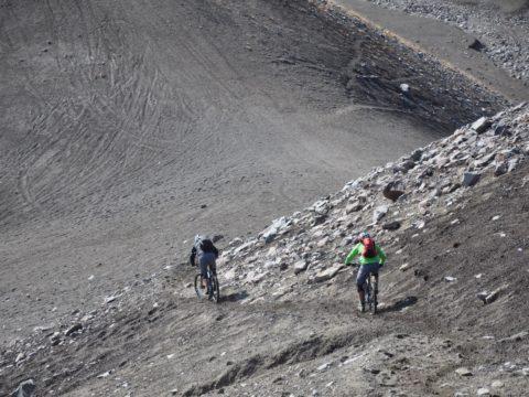 https://www.baobabtrails.com/wp-content/uploads/2020/06/24.-pěší-trail-využíváme-k-návratu-na-úpatí-hory.jpg