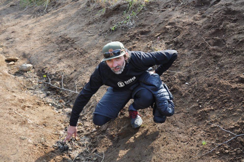 https://www.baobabtrails.com/wp-content/uploads/2020/06/64.-kousek-od-Base-campu-byl-vodopád-a-cestou-k-němu-ležel-ještě-teplý-medvědí-bobek.jpg